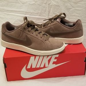 💕🆕️Nike Tan Court Royale Suede Sneakers Size 6.5